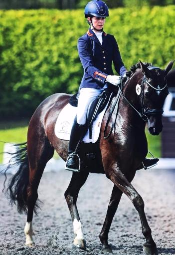 Robyn Walker riding Uthopia Black Pearl